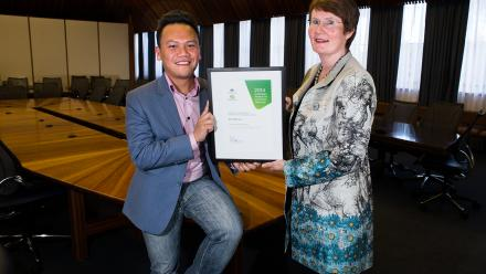 Acting Vice Chancellor Margaret Harding and Dr Vinh Lu.