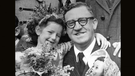 Calwell welcoming the 100,000th British Migrant, 1949  (NLA, PIC/8348)