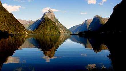 Image by Bernard Spragg. NZ on Flickr https://www.flickr.com/photos/volvob12b/14848990805/