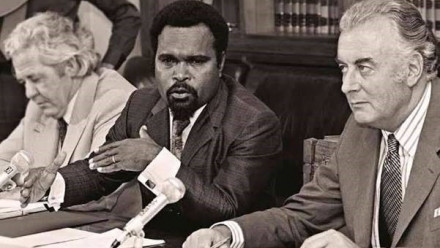 Chief Minister Michael Somare, flanked by The Hon. Gough Whitlam, Prime Minister of Australia and The Hon. Bill Morrison, Minister for External Territories (left)
