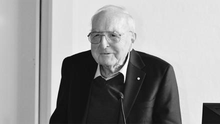 Emeritus Professor Ross Taylor AC