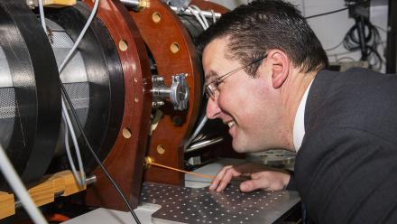 Senator Zed Seselja takes a close look at the MagPIE materials testing experiment.