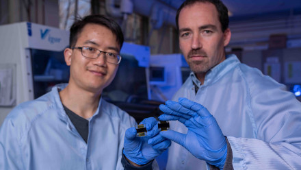 Dr Jun Peng and Associate Professor Thomas White from the ANU College of Engineering and Computer Science. Image: Lannon Harley, ANU