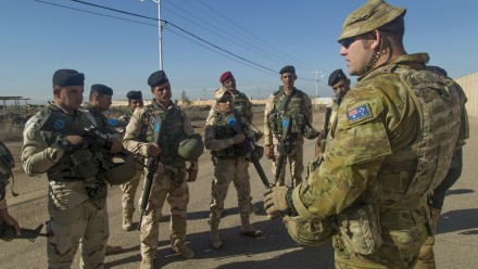 An Australian soldier assigned to Task Group Taji conducts an after action review with Iraqi soldiers assigned to 71st Iraqi Army Brigade. Photo: Flickr.