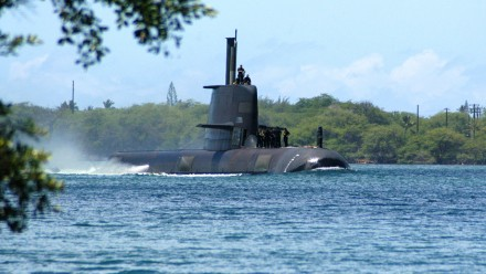 An Australian Collins-class submarine, HMAS Rankin (SSK 78), enters Pearl Harbour, Hawaii, for a port visit after completing exercises in the Pacific region. Photo courtesy Marion Doss on flickr.