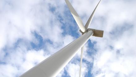 Wind turbine. Image by Jorge Láscar on flickr.
