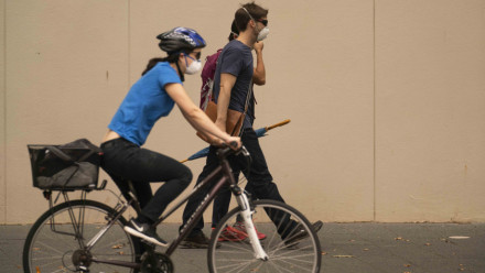 People wearing masks amid Canberra smoke haze in the summer of 2020