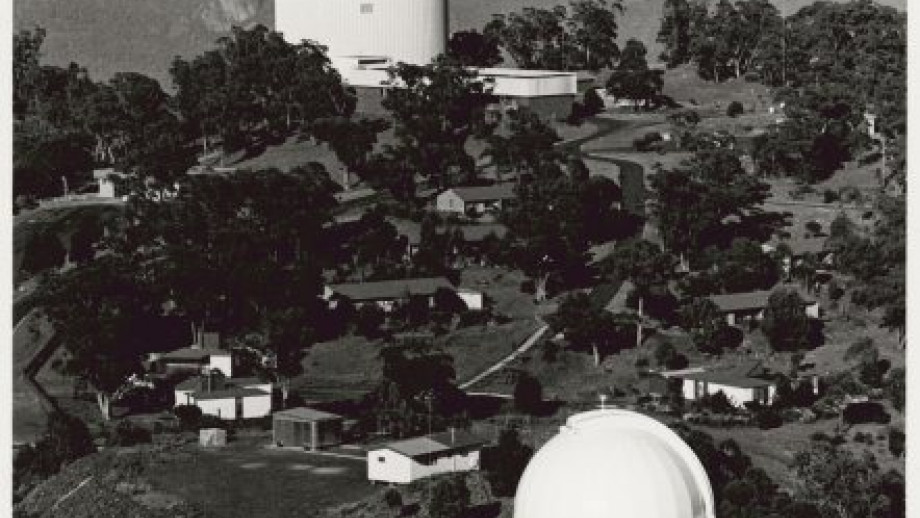 Observatory showing AAO and UK Schmidt Telescopes, 1980s (Source: National LIbrary of Australia)