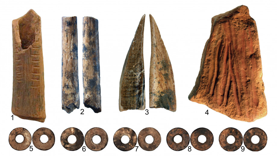 Items found during the dig including the 48,000 year old crayons (4). Image: ANU.