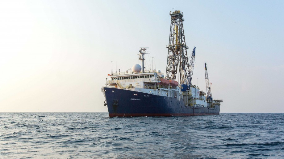 Joides Resolution, Bay of Bengal (Indian Ocean), IODP Expeditions 353. Image: William Crawford, IODP/TAMU.