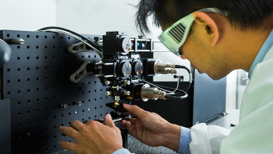Dr Steve Lee works on a laser microscope system. Image Stuart Hay, ANU