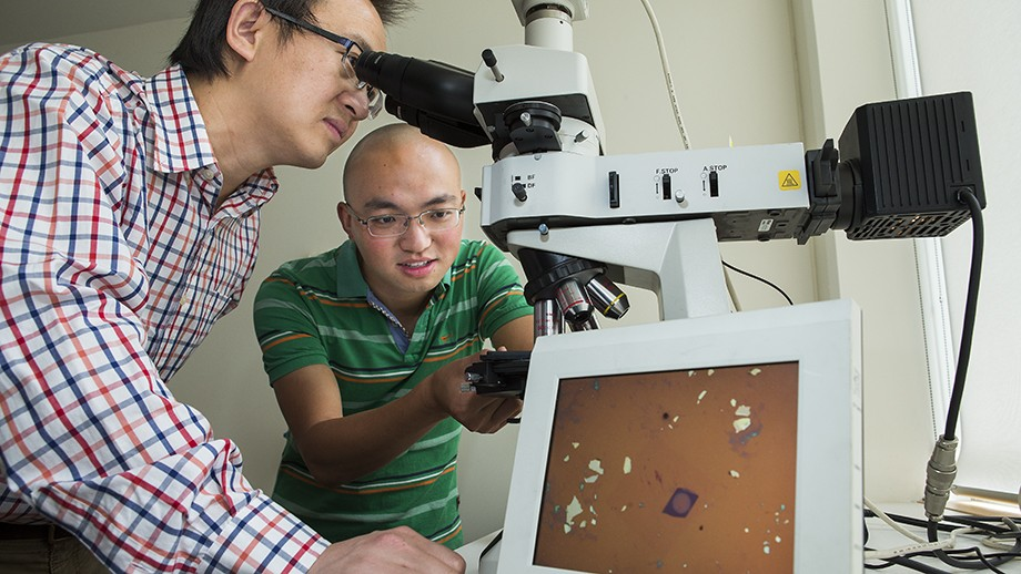 Dr Lu (left) with student Jiong Yang, with the lens on screen. Image Stuart Hay, ANU