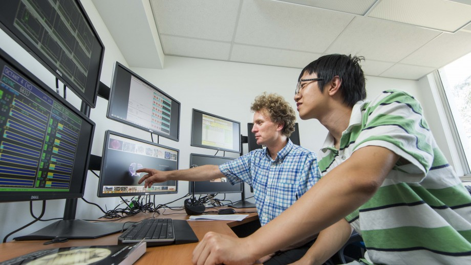 Matthew Hole (L) and Zhisong Qu at the virtual control room for overseas fusion experiments in RSPE. Image Stuart Hay, ANU