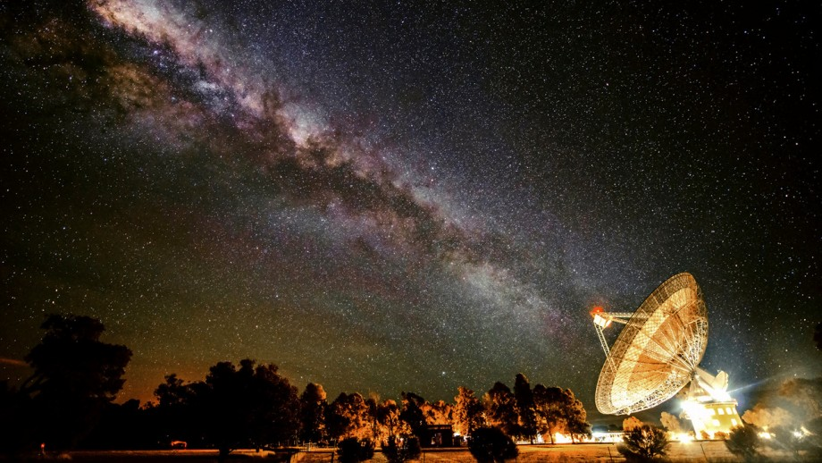 CSIRO Parkes radio telescope is in the search for alien civilisations. Image: Wayne England