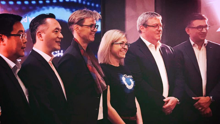 From left: Goh Eng Choon, SGTech; Daryl Pereira, KPMG;  Lesley Seebeck, ANU Cyber Institute; Michelle Price, AustCyber; H.E. Bruce Gosper Australian High Commissioner and Amit Mehta, Blackberry