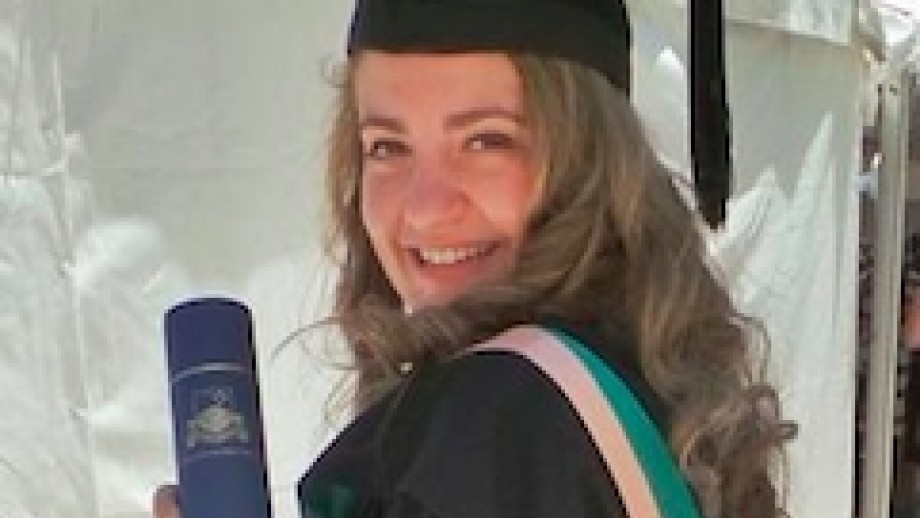 Dr Lindy Orthia