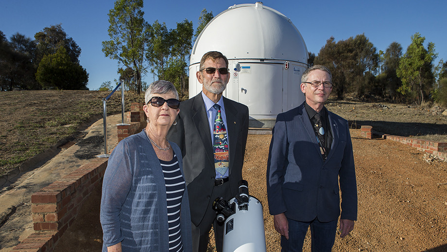 (L to R): The MSATT telescope's donors Mrs Vee Saunders, Dr Denis Saunders and Melrose High School science teacher Geoff McNamara. The three were central to the MSATT project coming to life. Photo: Stuart Hay, ANU.