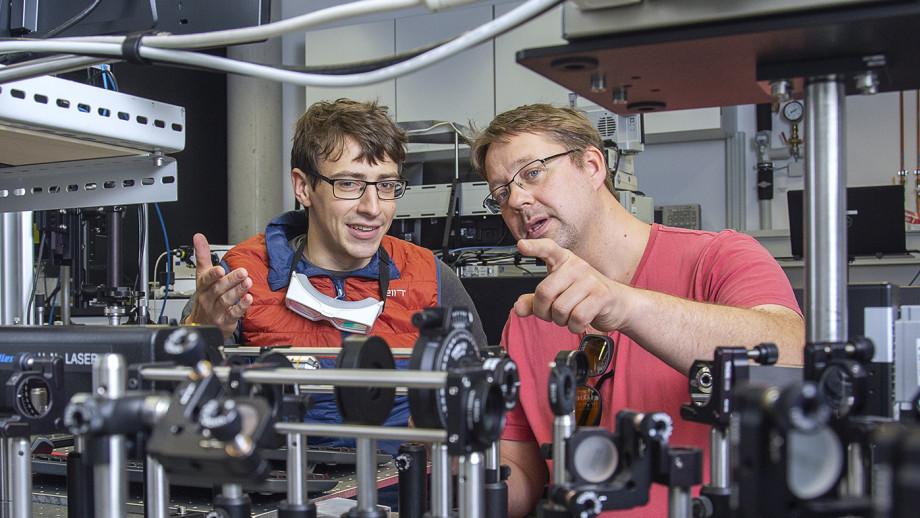 Mr Lukas Maczewsky (left) and Professor Alexander Szameit (right) at the University of Rostock, Germany. Image credit: University of Rostock