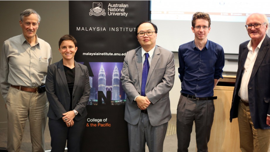 At the launch, Professor Michael Leigh, Professor Meredith Weiss (Albany University), Professor James Chin (Director of the Asia Institute), Dr Tapsell (Director, Malaysia Institute), Miles Kupa (Former Australian High Commissioner to Malaysia).