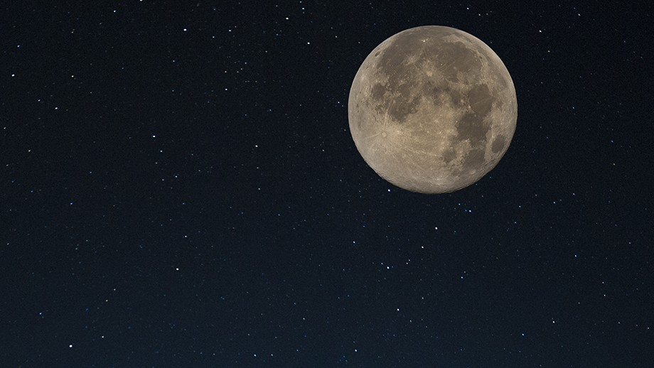 The moon will take centre stage on the stargazing night. Image by davidjdoe on flickr.