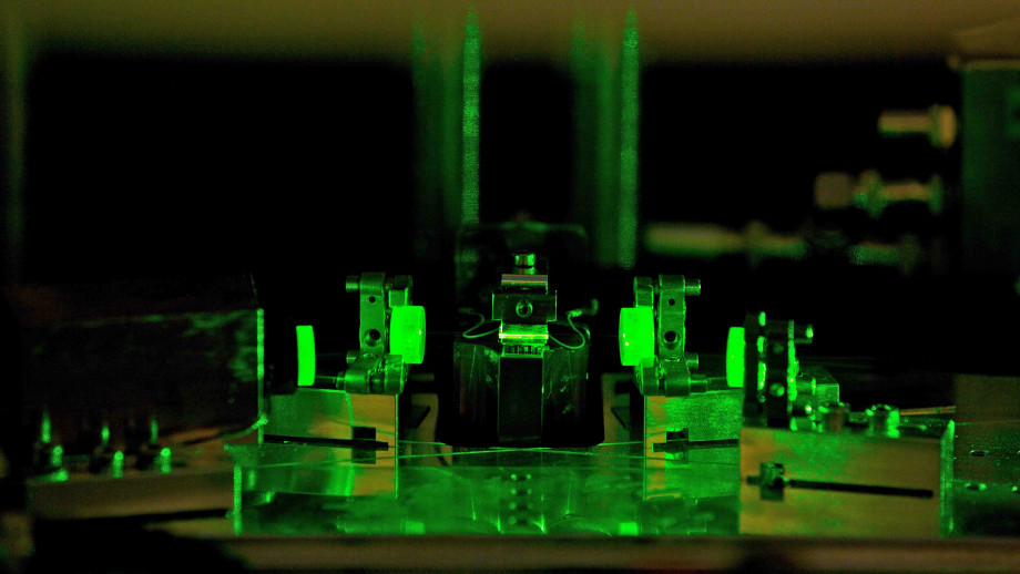 The team's experiment. Image credit: Centre for Quantum Computation and Communication Technology, ANU