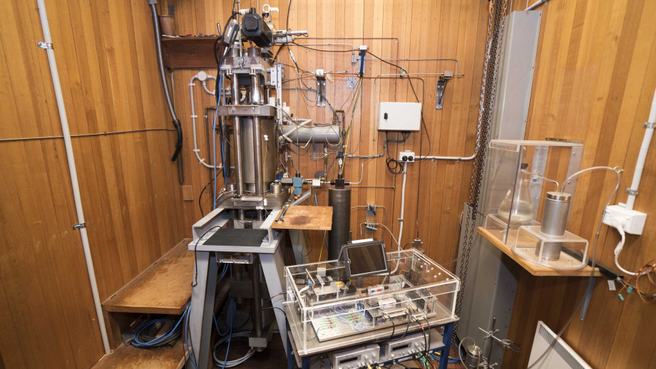 The Paterson apparatus recently celebrated its 50th birthday. Photo courtesy ANU Research School of Earth Sciences.