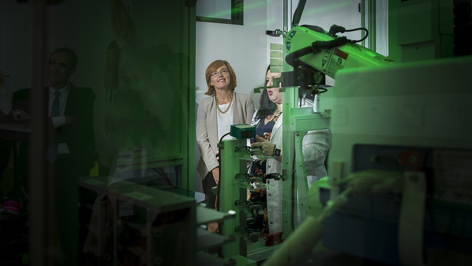 ACT Minister for Health Meegan Fitzharris and Dr Amee George from ANU with the High Throughput Robotic Target and Drug Discovery Platform. Image: Stuart Hay, ANU.