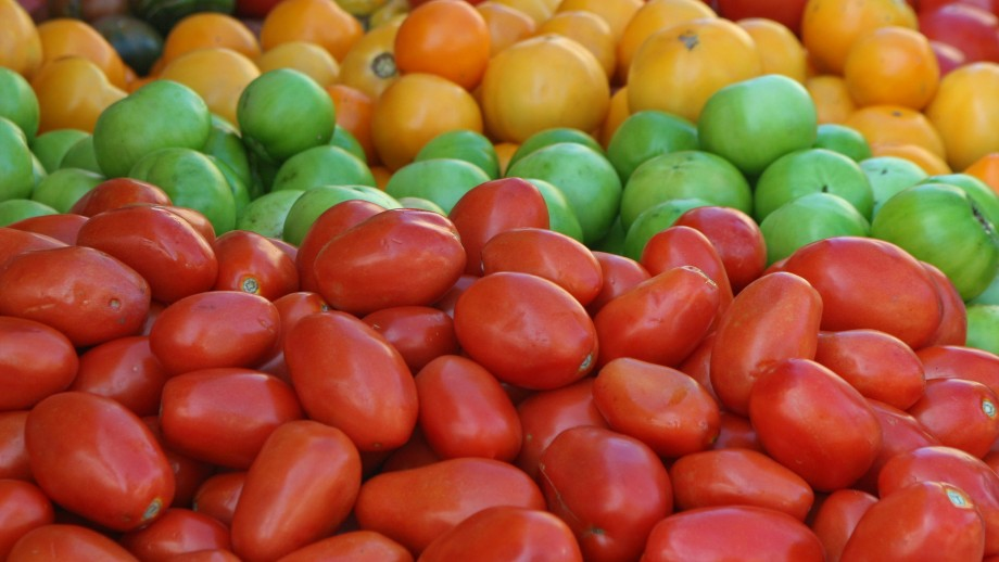 New suggests that by 2050 Australia will become less food secure and need to import food to feed the population. Image: Cliff, Flickr.