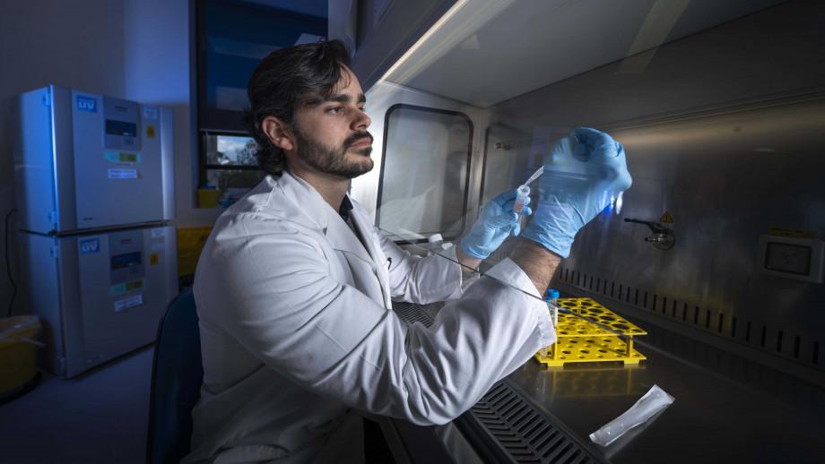 Pablo F Canete in his lab
